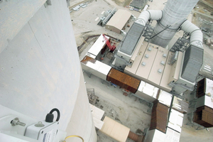 """<div class=""""bildtext_en"""">FGD absorber and surrounding installations by Advatech at the Newton Power Station, Newton, IL/USA</div>"""