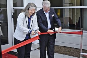 "<div class=""bildtext_en"">Angelika Huemer and J. Cranfort cutting the ribbon</div>"