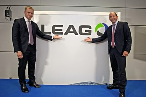 "<div class=""bildtext_en"">Jan Springl, EPH Director, and Dr. Helmar ­Rendez, CEO at LEAG, present the new logo</div>"