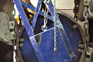 """<div class=""""bildtext_en"""">3 After the bucket belt rests, the castor only needs to be fixed and the whole machinery to be stretched</div>"""