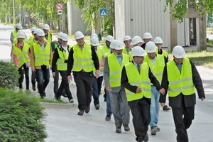 """<div class=""""bildtext_en"""">3A group on its way to the ReduDust installation at the Rohožnik cement plant</div>"""