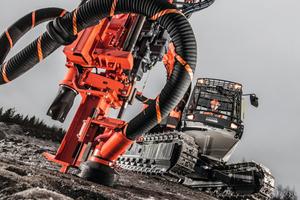 """<div class=""""bildtext_en"""">2 The new Sandvik Ranger DX800</div>"""