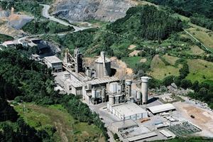 "<div class=""bildtext_en"">16 Arrigorriaga cement plant</div>"