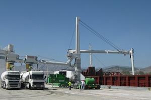 Straßenverfahrbarer mechanischer Schiffsentlader