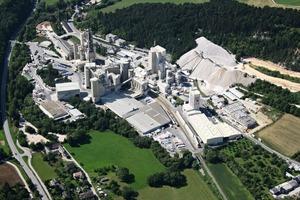 Luftbild des Zementwerkes Wopfing
