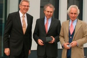 Klaus Beer (Managing Director HAZEMAG & EPR GmbH), with the shareholders/mit den Gesellschaftern Dr. Caspar Glinz and/und Dr. Mathias Glinz (Schmidt Kranz & Co. GmbH; from left/v.l.)
