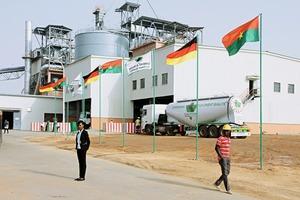 "<div class=""bildtext_en"">New cement grinding plant in Burkina Faso</div>"