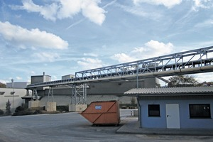 """<div class=""""bildtext_en"""">8 Routing of closed-belt conveyor (black, top) and conveying pipe (white, bottom)</div>"""