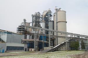 """<span class=""""bildunterschrift_hervorgehoben"""">4</span>View of the Warta cement works • Blick auf das Zementwerk Warta<br />"""
