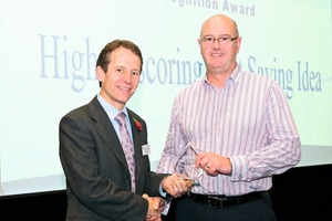 "<div class=""bildunterschrift_en"">Mike Chaldecott (M.D.) presents the SG-Award to Steve Squire (SikaUK)</div>"