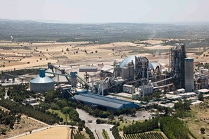 "<div class=""bildunterschrift_en""><span class=""bu_ziffer_blau"">11 </span>Canakkale ­cement factory in Turkey </div>"