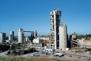 "<div class=""bildtext_en"">12 Roberta cement plant in the USA</div>"