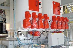 "<span class=""bildunterschrift_hervorgehoben"">5</span>Dosing system for fibres (shown: FiberDos twin) • Faser-Dosiersystem (hier: FiberDos twin)<br />"