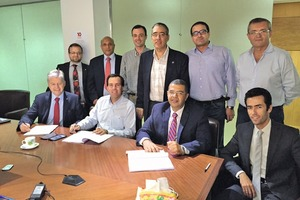 "<div class=""bildtext_en"">Signing the contract for two turnkey coal mills at Amreyah Cement Company in Alexandria, Egypt. The contracts were signed by (left to right, sitting): Erich Pichlmaier (Managing Director CPB), Matias Cardarelli (Legal &amp; Administrative Director AMCC), Mohamed El Daghashy (Managing Director AMCC)</div>"